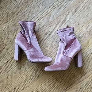Steve Madden dusty rose velvet boots Size 8